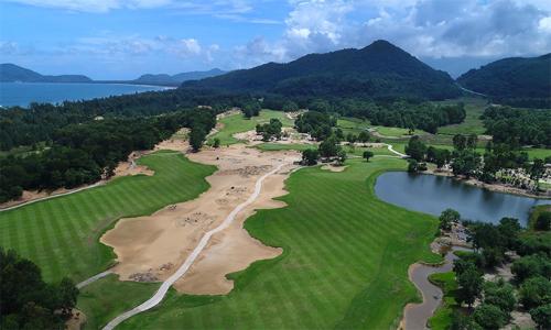 Sân golf Laguna Lăng Cô là một trong những niềm tự hào của Sir Nick Faldo tại Việt Nam.