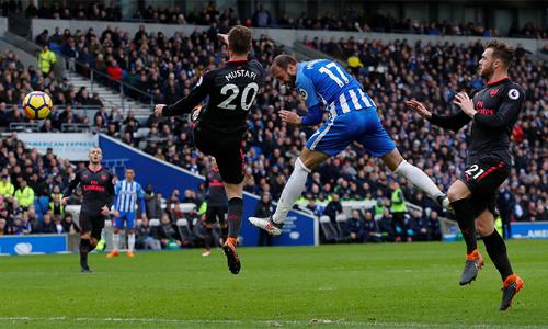 Hàng thủ Arsenal trong tình huống lĩnh bàn thua thứ hai trước Brighton. Ảnh: Premier League.