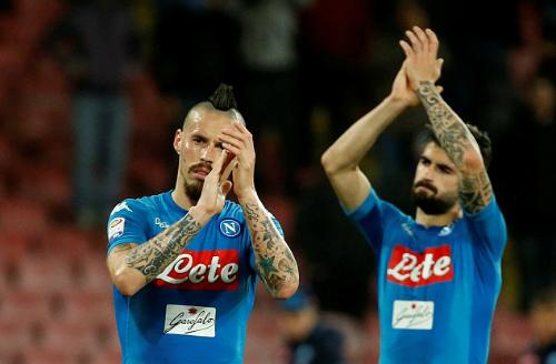 Tham vọng giành Scudetto của Napoli đứng trước nhiều khó khăn trong 11 vòng cuối. Ảnh:Reuters.