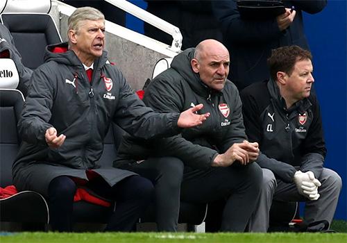 HLV Wenger hứa hẹn sẽ chịu áp lực khủng khiếp hơn sau khi thua đối thủ mới thăng hạng.