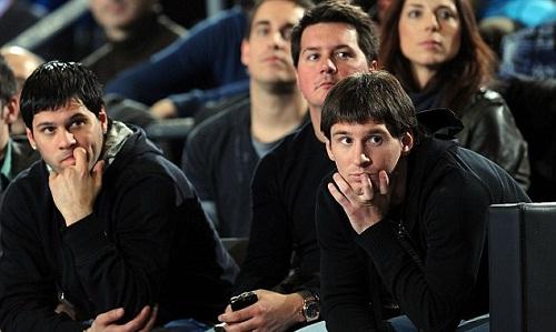 Ba anh em Messi. Từ trái qua: Matias, Rodrigo và Lionel. Ảnh: EB.
