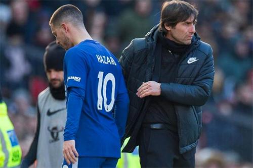 Việc một công thần như Hazard lên tiếng thừa nhận thiếu cảm hứng thi đấu sẽ khiến Conte chịu thêm áp lực, trong bối cảnh Chelsea sa sút gần đây. Ảnh: Reuters.