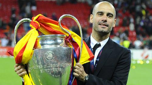 Guardiola nâng danh hiệu vô địch Champions League năm 2011 cùng Barca. Ảnh: Sky Sports.