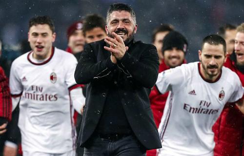 Tinh thần máu lửa thời còn thi đấu được Gattuso truyền cho cầu thủ Milan. Ảnh:AP.
