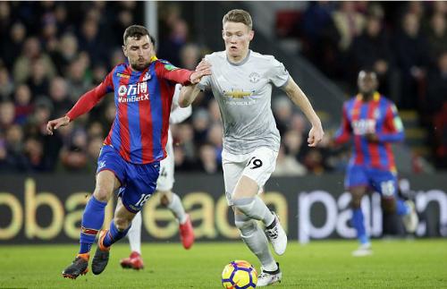McTominay (phải) trong màu áo Man Utd. Ảnh:AP.