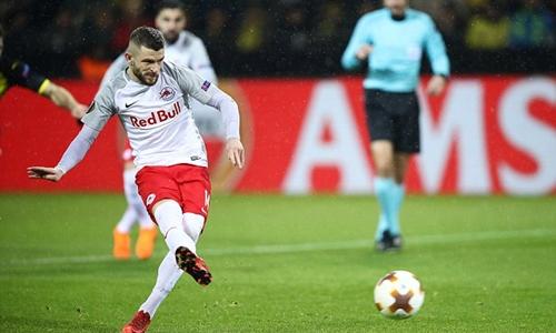 Berisha là ác mộng của Dortmund tối 8/3. Ảnh: Reuters.