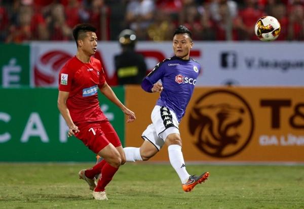 Quang Hải là cái tên được chú ý nhất trong trận derby vùng Đông Bắc tối 11/3. Ảnh: Quang Minh.