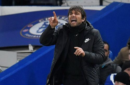 Conte và Chelsea đứng trước nhiều khó khăn khi phải làm khách tại Nou Camp. Ảnh:Reuters.