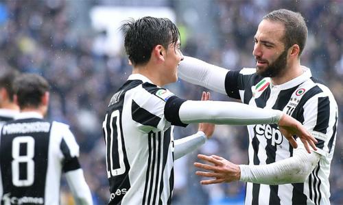 Phong độ đỉnh cao của cặp sát thủ Dybala - Higuain giúp Juventus đạp phăng mọi chướng ngại trên đường đua scudetto mùa này. Ảnh: ANSA.