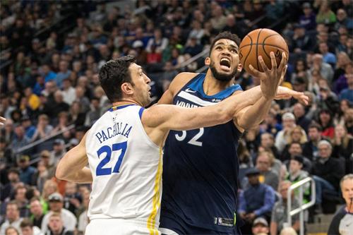 Không có Curry, Warriors không còn giữ được tinh thần chiến binh trên đường đua tranh ngôi đầu bảng Miền Tây.