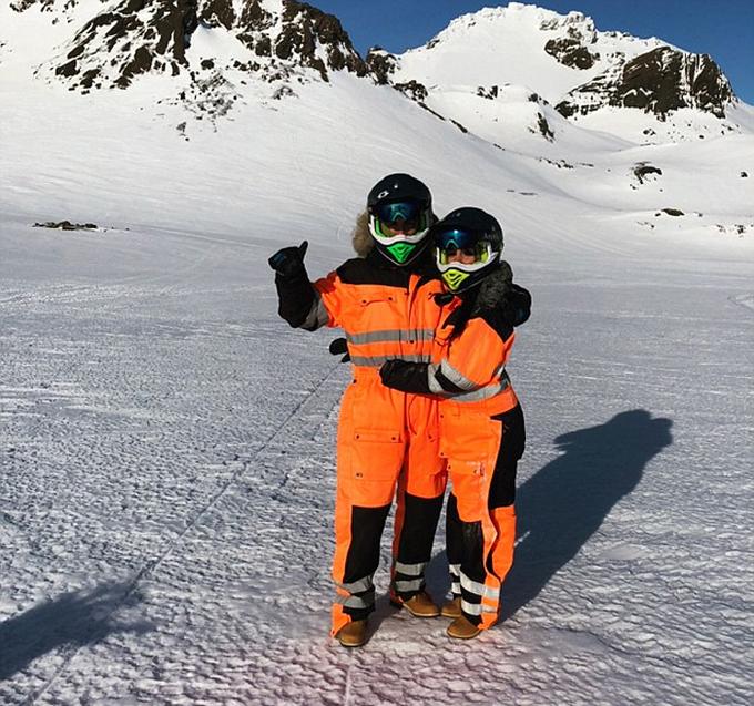 Ronaldo đưa bạn gái lên núi trượt tuyết