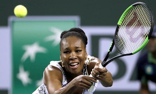 Venus có trận thắng đầu tiên trước Serena tính từ năm 2014. Ảnh: EPA.