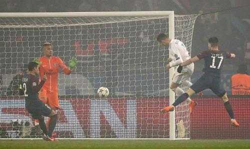 Những pha dứt điểm một chạm trong vòng cấm của Ronaldo ngày càng được cải thiện. Ảnh: Empics.