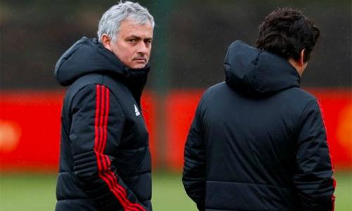 Mourinho muốn các học trò quên đi trận thắng Liverpool để tập trung tối đa cho hai trận đá Cup sắp tới.