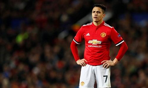 Sanchez không tạo ra được dấu ấn nào trong cả hai trận gặp Sevilla. Ảnh: Reuters.