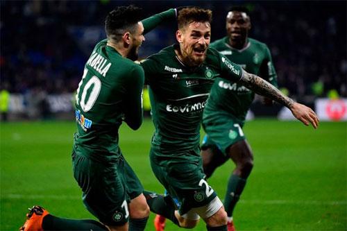 Debuchy (giữa) tỏa sáng ngay sau khi trở lại Ligue 1. Ảnh: EPA