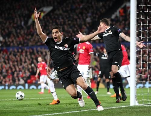 Ben Yedder ghi hai bàn giúp Sevilla loại Man Utd. Ảnh: PA.