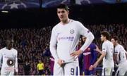 Morata đáp trả CĐV Barca bằng hành vi tục tĩu