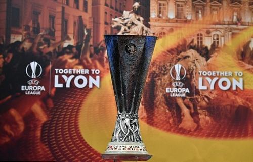 Arsenal và Atletico dễ thở ở tứ kết Europa League