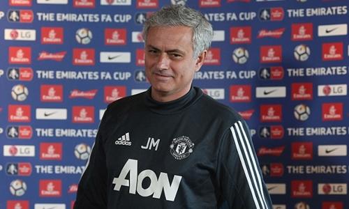 Người hâm mộ Man Utd cảm thông hơn với Mourinho sau bài phát biểu. Ảnh: Reuters.