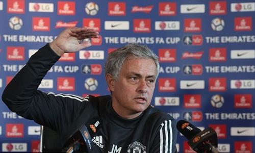 Mourinho bảo vệ bản thân trước sức ép từ trận thua Sevilla. Ảnh: PA.