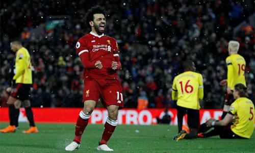 Hàng thủ Watford có buổi tối ác mộng tại Anfield vì sự chói sáng của Salah. Ảnh: Premier League.