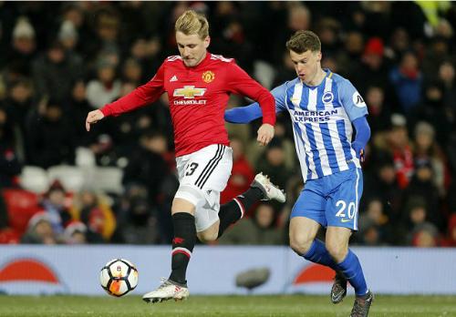 Luke Shaw từng là cầu thủ U20 đắt giá nhất thế giới khi tới Man Utd năm 2014 nhưng không đáp ứng được yêu cầu của Mourinho. Ảnh:AP.