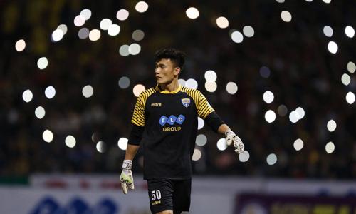 HLV Mihail: 'Tôi sẽ giúp Tiến Dũng thành thủ môn hàng đầu Việt Nam'