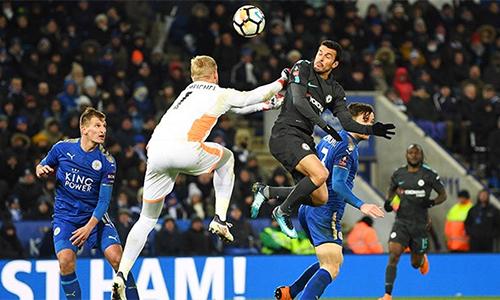 Pedro trong pha đánh đầu ghi bàn quyết định thắng lợi 2-1 cho đội khách Chelsea. Ảnh: CFC.