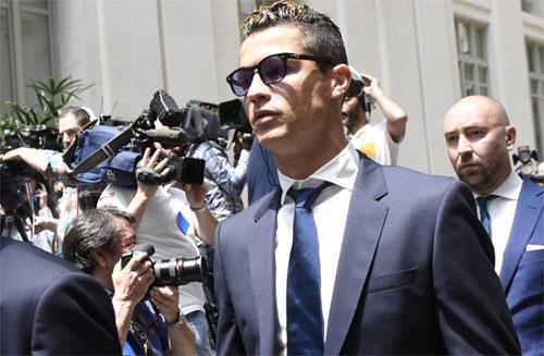 Ronaldo ra tòa năm ngoái. Ảnh: AS