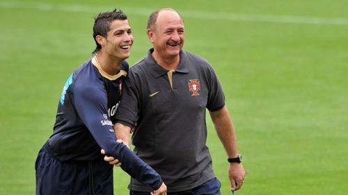 Scolari là thầy của Ronaldo trong 5 năm ở tuyển Bồ Đào Nha. Ảnh: Reuters.