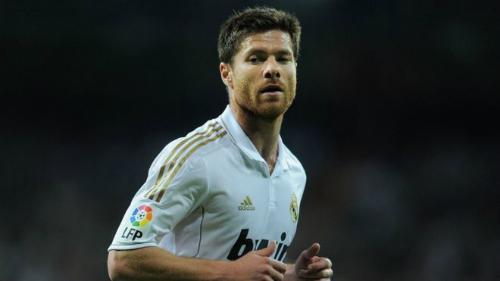 Alonso trong màu áo Real Madrid. Tiền vệ này còn chơi cho Sociedad, Liverpool và cuối cùng giải nghệ tại Bayern vào hè 2017. Ảnh:AFP.