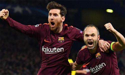 Iniesta là người dọn cỗ cho Messi ghi bàn gỡ 1-1 vào lưới Chelsea trong trận lượt đi vòng 1/8 Champions League. Ảnh: Reuters