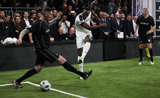 Usain Bolt hào hứng phô diễn kỹ năng bóng đá trước Mourinho