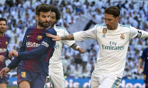 Pique tiết lộ các cầu thủ Real và Barca hành xử như trẻ con trong nhóm trò chuyện. Ảnh: AFP.