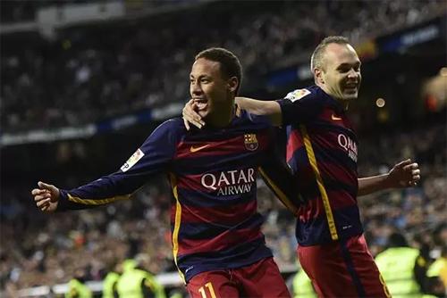 Iniesta không mấy tin tưởng về tin đồn Neymar đang muốn trở lại Barca. Ảnh: Reuters