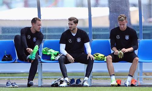 Joachim Low ra điều kiện để Neuer dự World Cup 2018