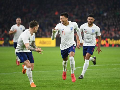 Lingard chung vui cùng đồng đội sau bàn thắng. Ảnh:DM.