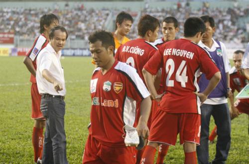 Bầu Đức là người tiên phong trong các trào lưu, cũng nhưcác cột mốc lịch sử của bóng đá Việt Nam. Ảnh: Đức Đồng.