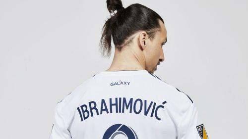 Ibrahimovic mặc áo số 9 tại đội bóng mới. Ảnh:Sky Sports.