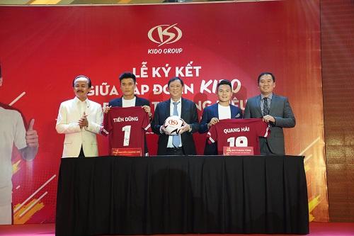 Tại sự kiện, bộ đôi U23 Việt Nam còn ký kết trở thành đại sứ thương hiệu trong vòng một năm cho Tập đoàn Kido. Đây là vai trò mới mẻ đối với cả hai cầu thủ