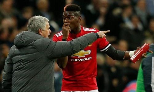 Quan hệ giữa Mourinho và Pogba ngày càng xấu đi. Ảnh: Reuters.
