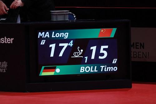 Mã Long hạ tay vợt số một thế giới nước chủ nhà ở tứ kết. Ảnh: ITTF.