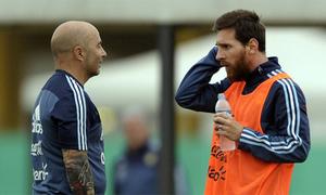 HLV Argentina thừa nhận không thể dạy thêm cho Messi