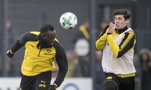 Bolt ghi bàn trong buổi tập hôm 23/3 ởDortmund. Ảnh: AP.