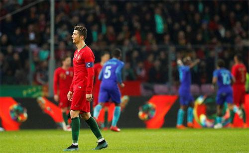 Ronaldo im tiếng, Bồ Đào Nha thua đậm Hà Lan