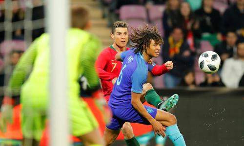 Ronaldo tịt ngòi và không tung ra được cú sút nào vì hàng thủ Hà Lan đã chơi quá tốt. Ảnh: Reuters.