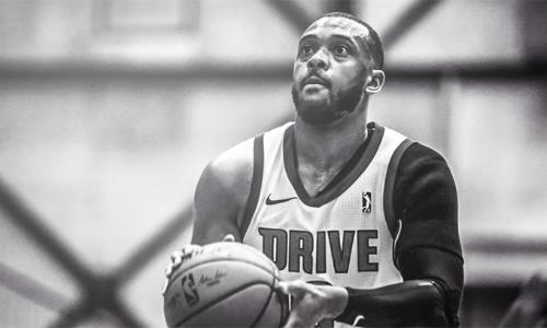 Cái chết của Zeke Upshaw phủ một màu đen bao trùm các giải đấu bóng rổ tại Mỹ trong tuần này. Ảnh: Yahoo.