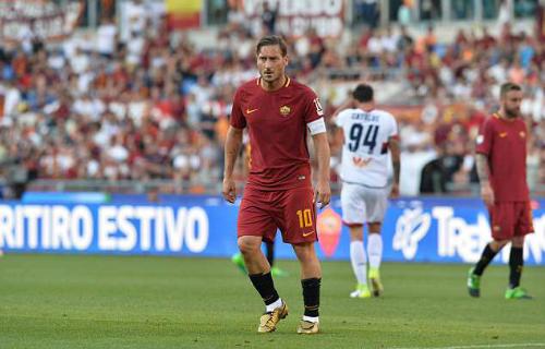 Totti ở mùa giải cuối cùng chơi cho Roma. Ảnh: AFP.
