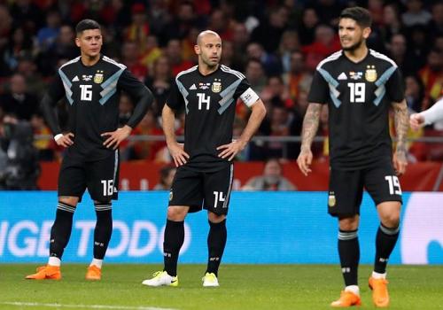 Argentina san bằng một kỷ lục buồn với thảm bại dưới tay Tây Ban Nha